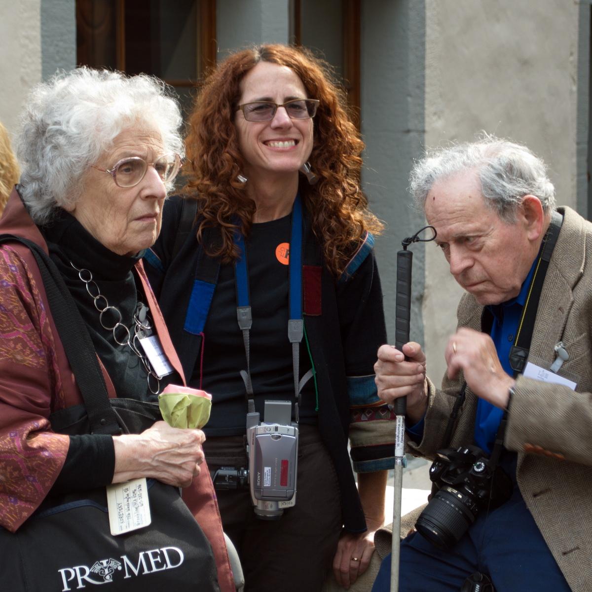 Elaine Koretsky (Links), Sidney Koretsky (rechts) und in der Mitte die Tochter Donna Koretsky (Foto: Frieder Schmidt, an der Basler Papiermühle beim IPH-Kongress 2012)